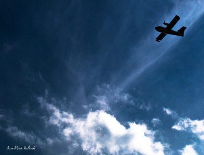 Canadair dans le ciel du Lauzas 1