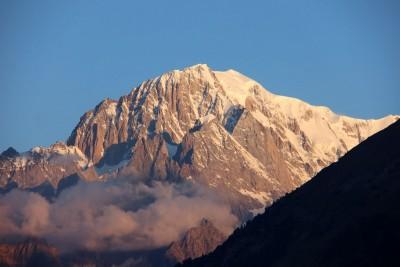 Mont Blanc versant italien vu du village de La Salle en Val d'Aoste