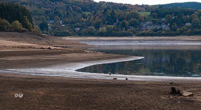 Le lac du Laouzas en basses eaux 35