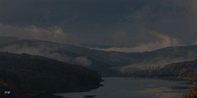 Brumes d'un matin d'automne sur le barrage du lac du Laouzas (2)