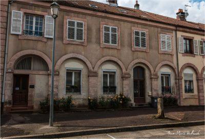 Senones en Salm. Extérieur de l'appartement de mon enfance, place du Château, 60 ans après...