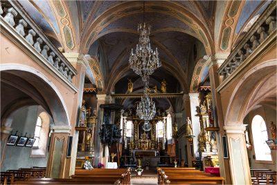 Hauteluce : intérieur de l'église 1