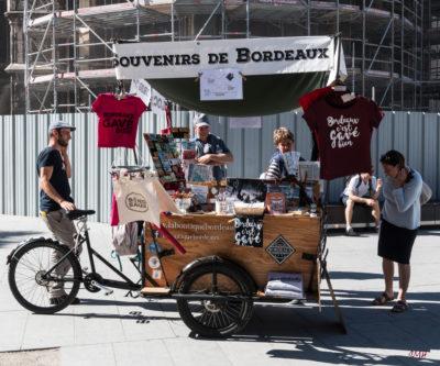 Bordeaux. Marchand de souvenirs
