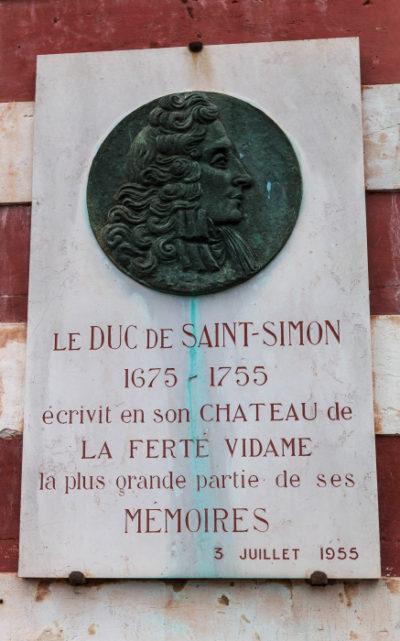 La Ferté Vidame. Le château de Louis de Rouvroy, duc de Saint-Simon a été grandement modifié en 1771 par le marquis de Labrode. Il a subi les avatars de la Révolution puis ceux de nouveaux propriétaires peu scrupuleux. Ses ruines et un parc de 1000 ha sont propriété du département d'Eure-et-Loir.