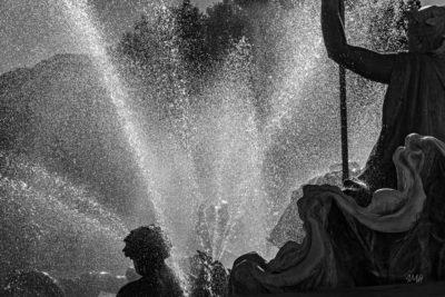Bordeaux. Fontaine, place des Quinconces (détails 2)