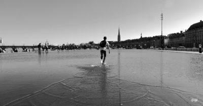 Bordeaux. Fantaisie sur le miroir d'eau