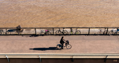 Bordeaux. Piste cyclable au bord de la Garonne