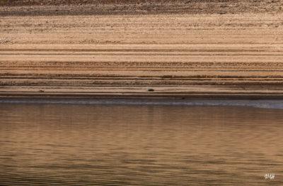Lignes. Lac du Laouzas en Haut Languedoc, basses eaux 2