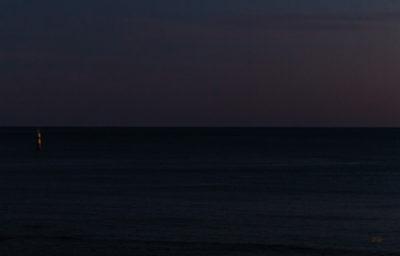 Bretagne en baie d'Audierne. Nocturne sur l'océan