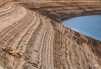 Lignes. Lac du Laouzas en Haut Languedoc, basses eaux 10