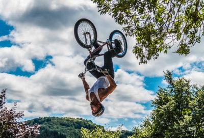 Sports. Exhibition de vélo acrobatique (1)