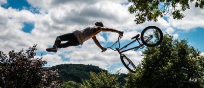 Sports. Exhibition de vélo acrobatique (2)