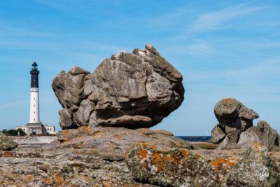 Bretagne en baie d'Audierne. Phare de l'île de Sein