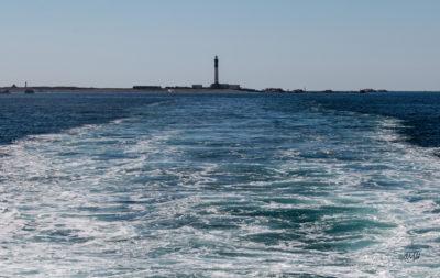 Bretagne en baie d'Audierne. Sillage au départ de l'île de Sein