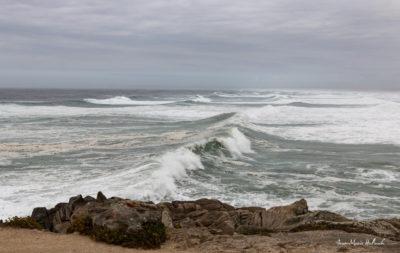 Bretagne en baie d'Audierne. Champ de vagues
